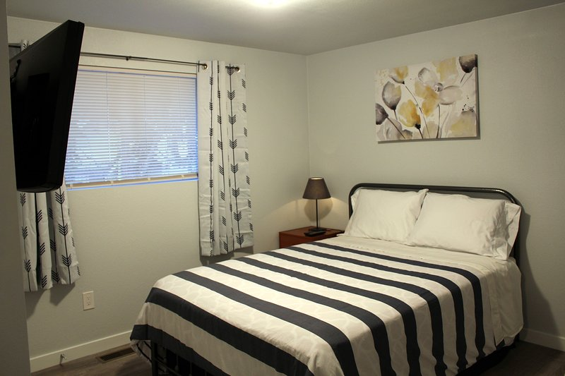 R3 - Rainier Queen Room (Walk to Metro) – semesterbostad i Tukwila