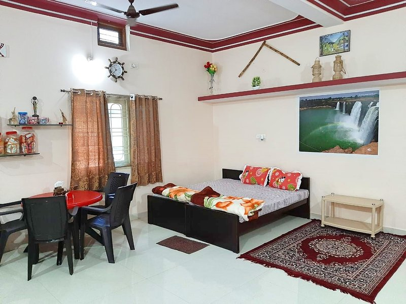 Gurukripa homestay (Entire house in a peaceful locality in town), vacation rental in Jagdalpur
