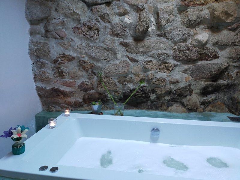 Casa en Peguerinos con jacuzzi, chimenea, wifi y jardín, casa vacanza a Robledo de Chavela