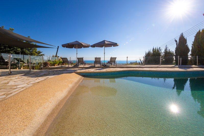 Villa Nostalgia, Peyia- 3 Bed Single Storey with Amazing Sea Views & Large Pool, vacation rental in Peyia