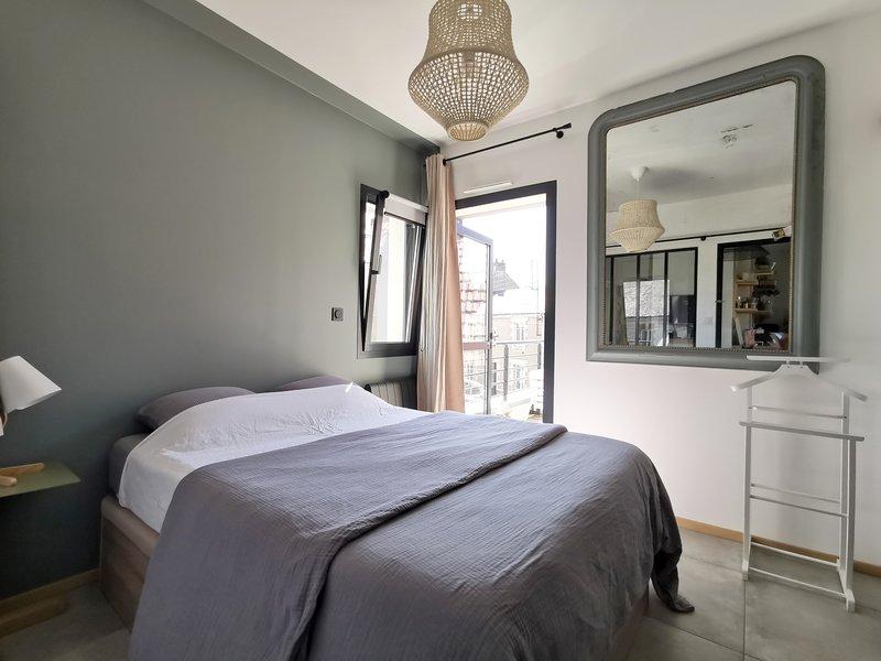 La Suite de L'abbaye - App entier privatif - stationnement gratuit - petit dej, holiday rental in Bouguenais