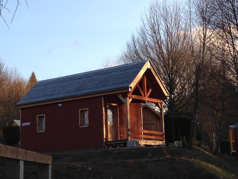 Pitahaya, chalet tout bois jusqu'au toit, holiday rental in Lucenay-l'Eveque