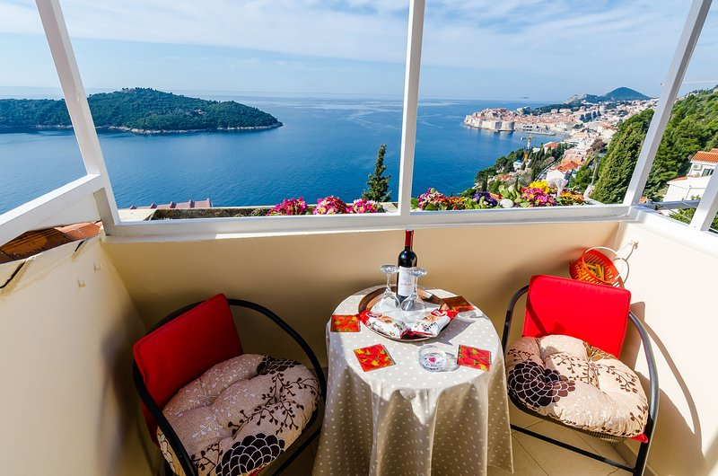 Apartment Vedrana- One-Bedroom Apartment with Balcony and Sea View, holiday rental in Sumet