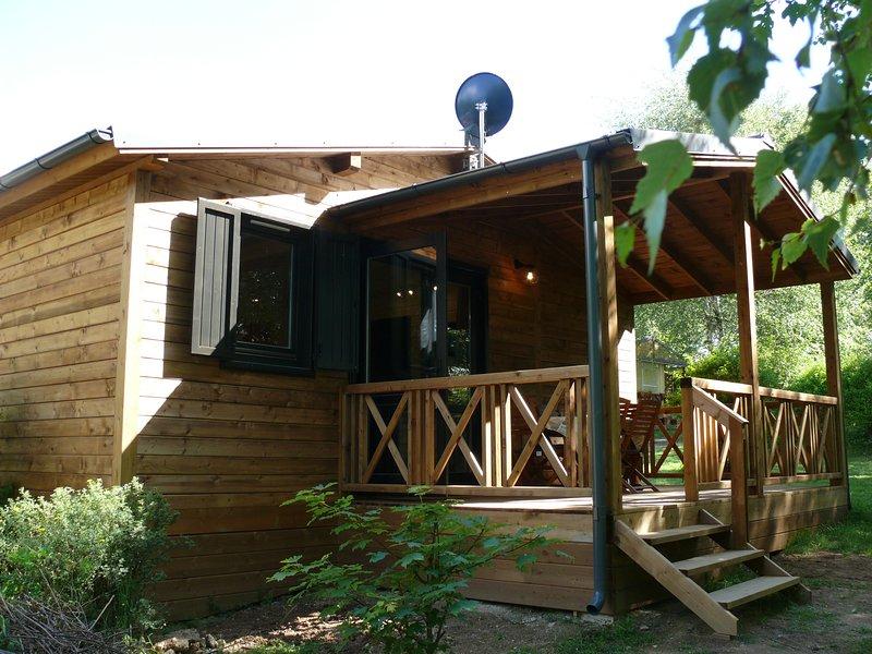 Le Hérisson, chalet familial dans un parc arboré, holiday rental in Lucenay-l'Eveque