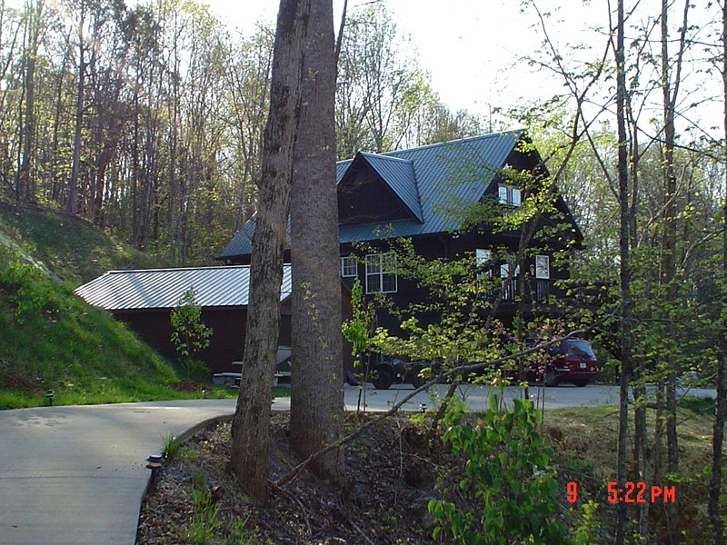 TENNESSEE MOUNTAIN VACATION HOME-secluded family vacation home own electric gate, holiday rental in Calhoun