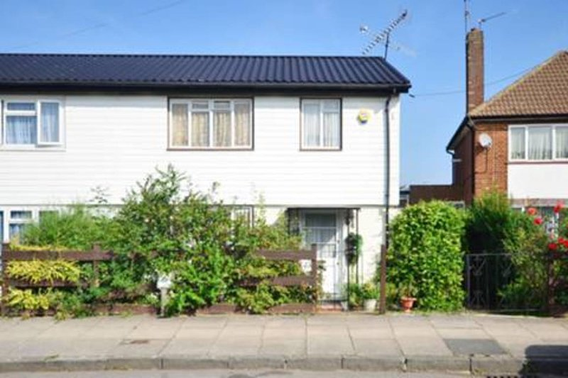 Lovely 3 bedroom house, Northolt, holiday rental in Ickenham