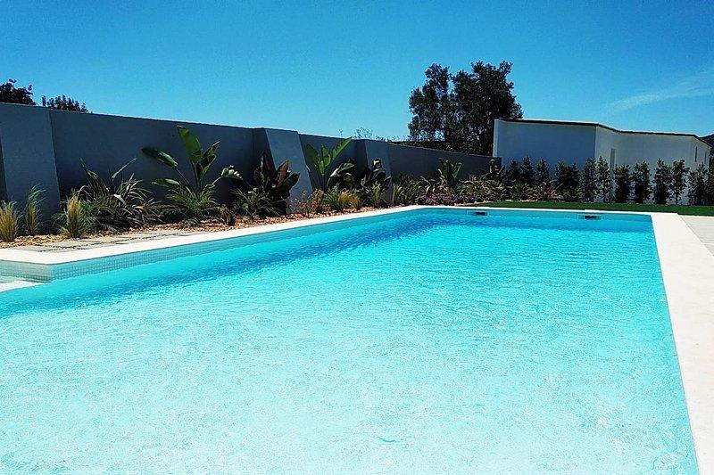 Apartment with shared pool, casa vacanza a Estoi