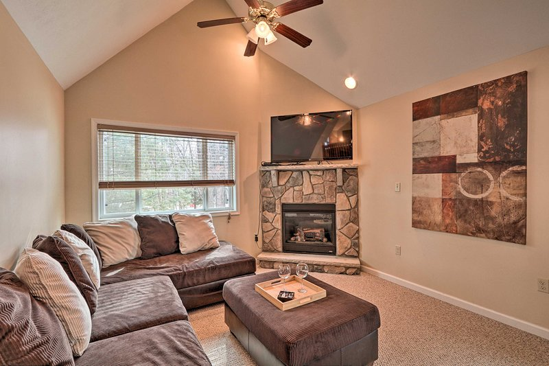 NEW! Family Poconos Escape w/ Community Amenities!, holiday rental in Albrightsville