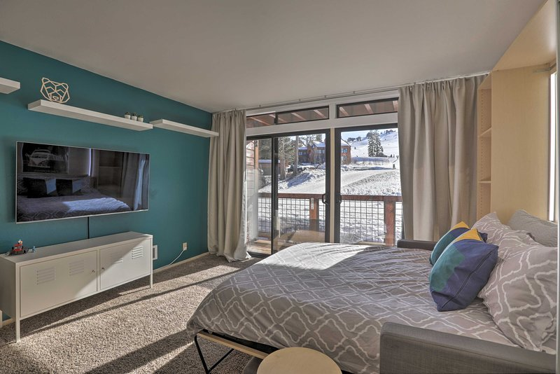 NEW! Ski-In/Ski-Out Condo at Tahoe Donner Resort!, holiday rental in Truckee