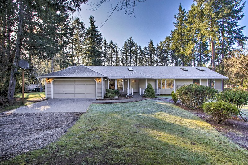 Cozy Home w/ Hot Tub - 4 Mi to Puget Sound Access!, holiday rental in Olalla