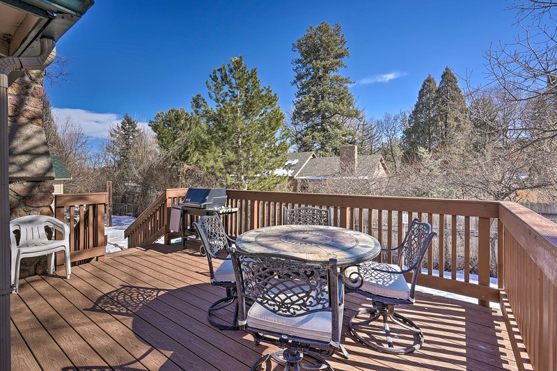 NEW! Hiker/Biker Paradise in Quiet Cheyenne Canon!, holiday rental in Fort Carson