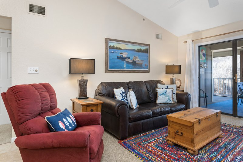 Lazy Days W-09 - 3 Bedroom Waterfront Condo, holiday rental in Linn Creek