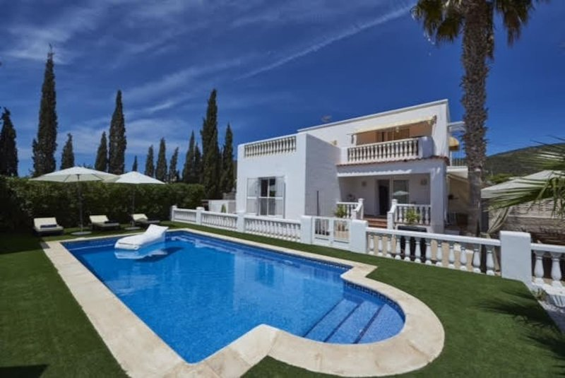 Amazing villa with swimming-pool, aluguéis de temporada em Sant Miquel De Balansat