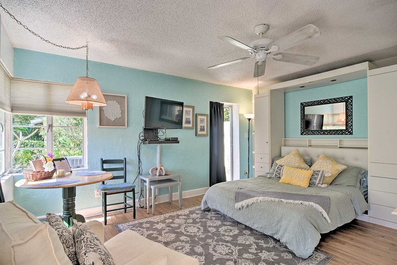 NEW! Lido Beach Studio, Walk to St. Armands Circle, holiday rental in Lido Key