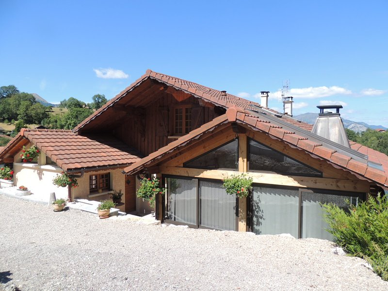 Amazing chalet with terrace & Wifi, vacation rental in La Roche-sur-Foron