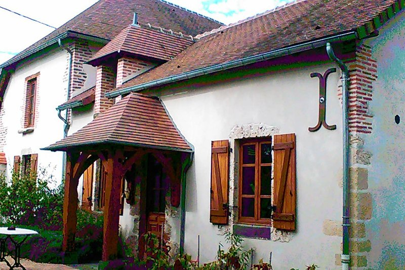 Amazing house with garden & terrace, holiday rental in Chapeau