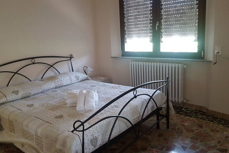 Spacious apt with swimming-pool, holiday rental in Galleno
