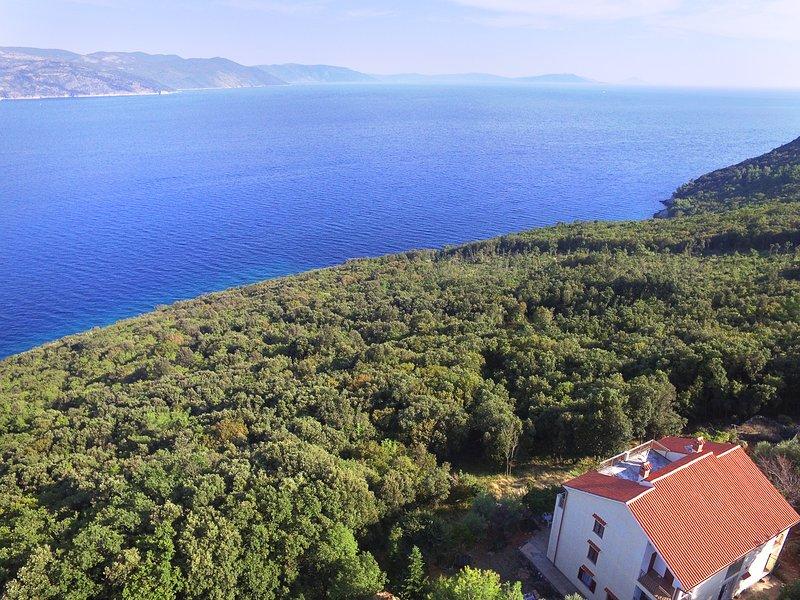 Seclusion & 3 wild beaches - Vila Zastani Apt 1, holiday rental in Plomin