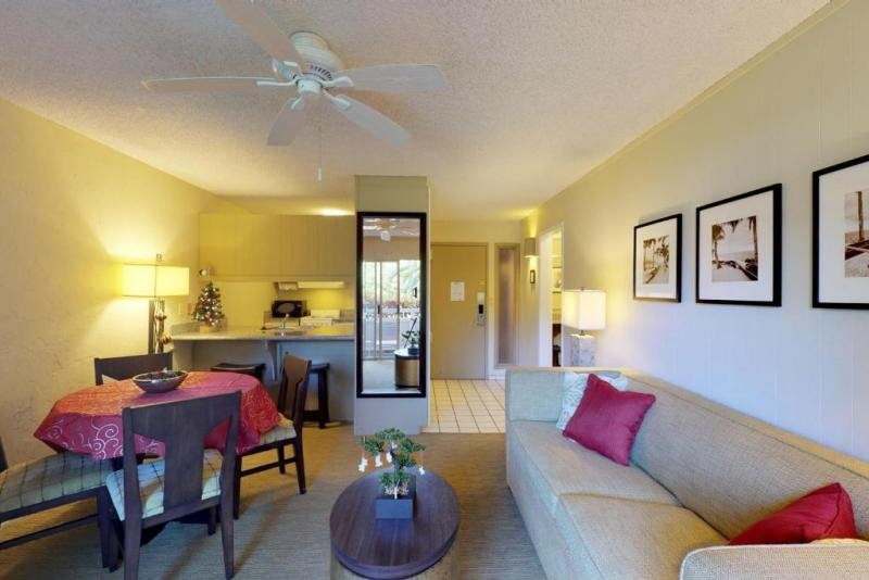 Steps To The Beach! Pool View 1BR Suite for 6 Guests! Pool,  Parking, casa vacanza a Wailua