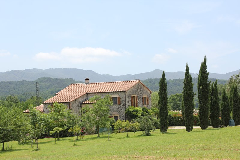 I Ginepri exclusive Countryhouse, 13 pax, w/ private pool, holiday rental in Soliera Apuana