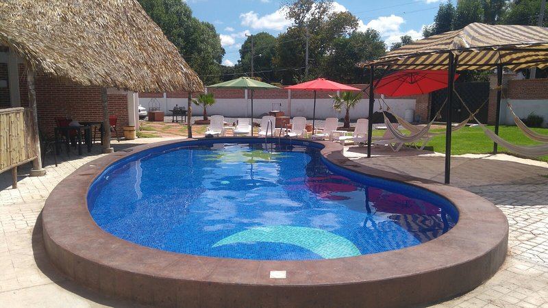 Casa equipada en el Centro con piscina, vacation rental in Tequisquiapan
