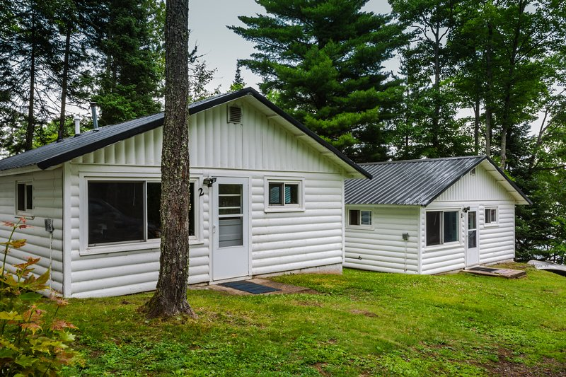Renovated Lakeside Cottage #4, Hot tub, Fishing pier, Boats to use, snowmobiling, holiday rental in Little Lake