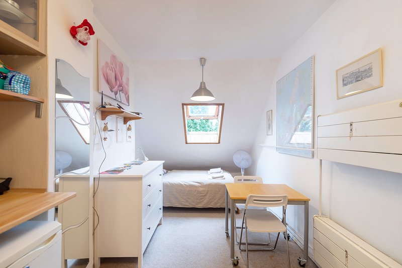 Cozy Studio with WiFi near University and Downtown, casa vacanza a Chyne