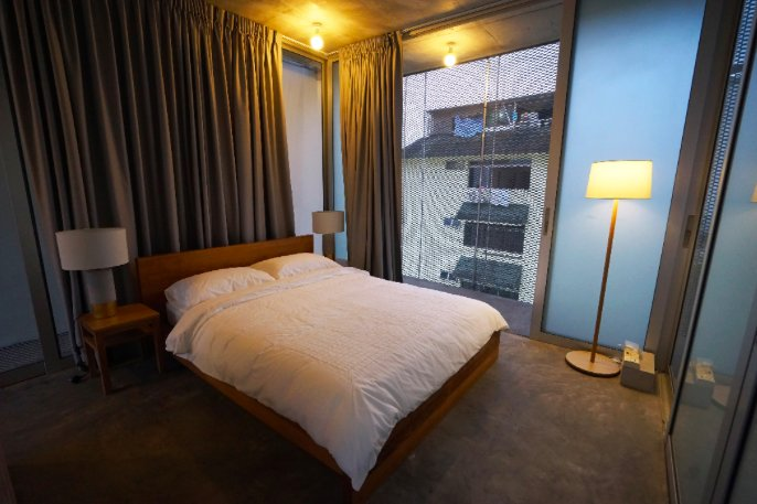 Sapporo Loft w/ Rooftop Patio, NYT Featured House!, holiday rental in Singapore