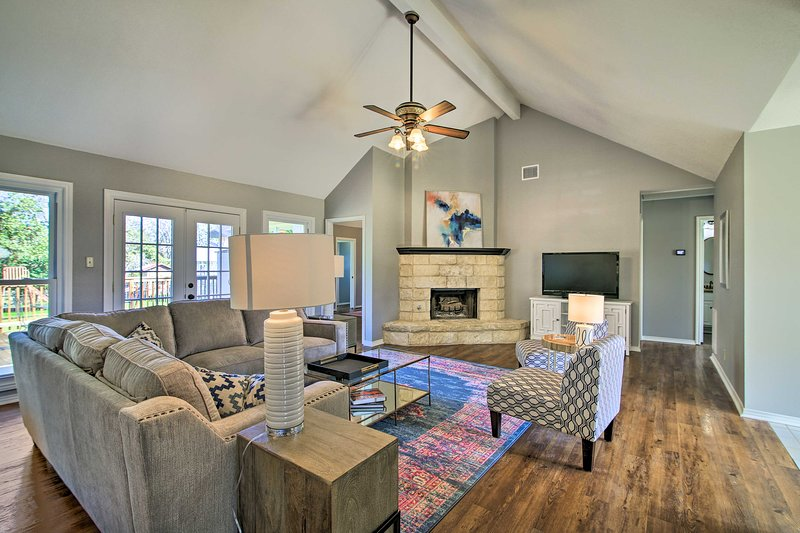 Renovated Home Nestled on Cibolo Creek w/ Fire Pit, holiday rental in Sisterdale