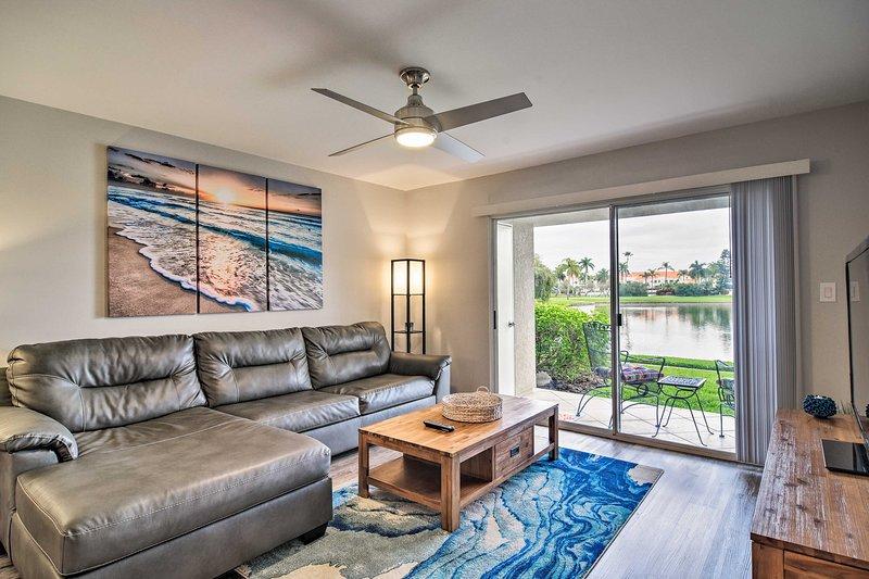Modern Vista Verde Condo ~ 2 Mi to St. Pete Beach!, vacation rental in Tierra Verde