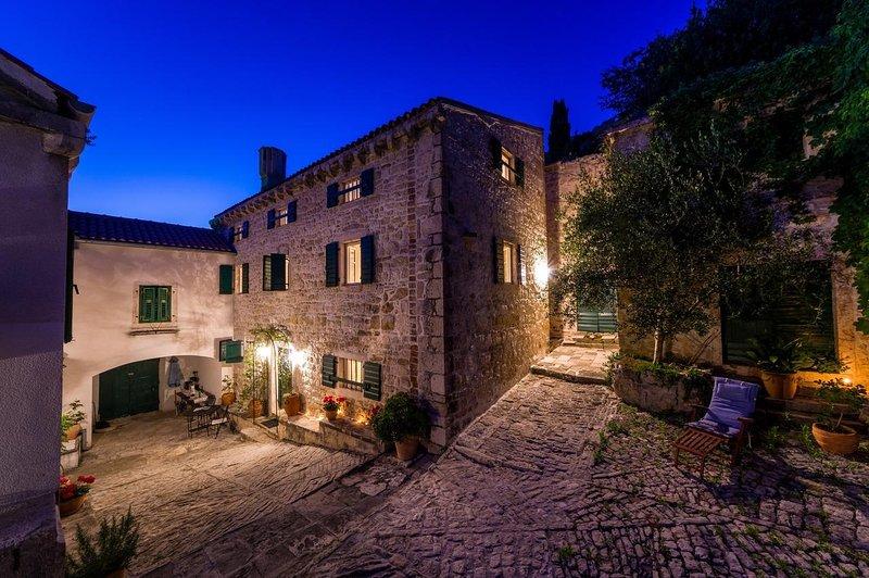 Four bedroom house Novigrad (K-18162), casa vacanza a Novigrad