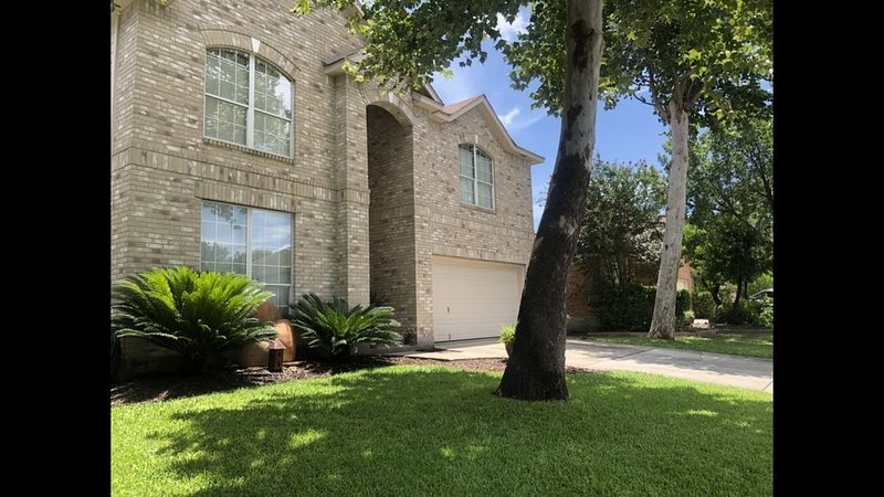 Contemporary Lux is an updated comfortable home, holiday rental in Schertz