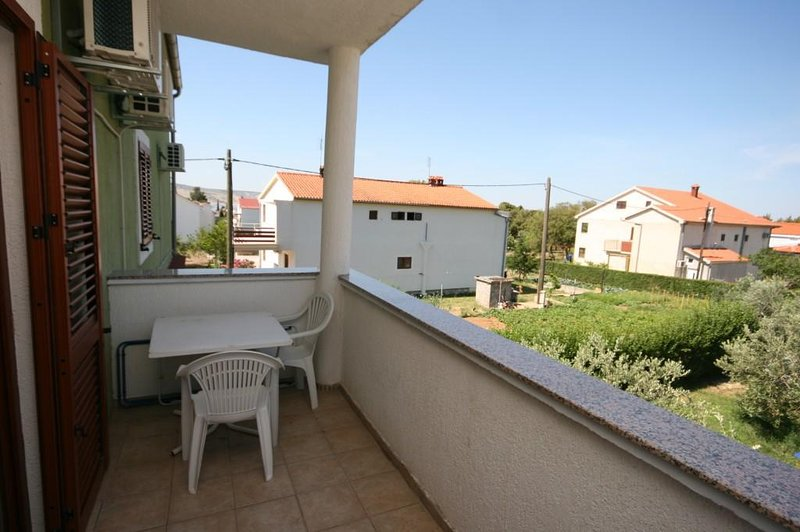 Marasovici Apartment Sleeps 3 with Air Con - 5466284, holiday rental in Seline