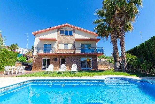 Sant Vicenc de Montalt Villa Sleeps 6 with Pool and Free WiFi - 5623859, alquiler de vacaciones en Arenys de Mar