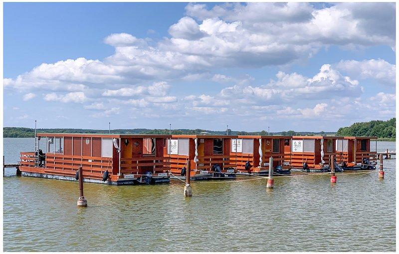 Nice ship/boat in Neustrelitz with WiFi and 2 Bedrooms (DMV008), aluguéis de temporada em Neubrandenburg