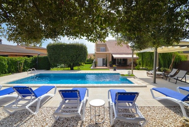 Macanet de la Selva Villa Sleeps 8 with Pool and Free WiFi - 5509510, location de vacances à Macanet de la Selva