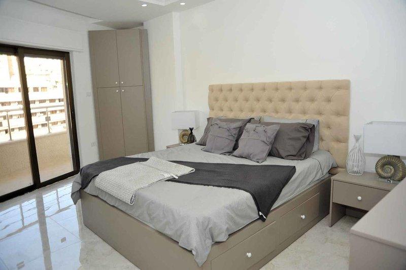 Amazing one Bedroom Apartment in Amman,Elwebdah 12, location de vacances à Al Jubaihah