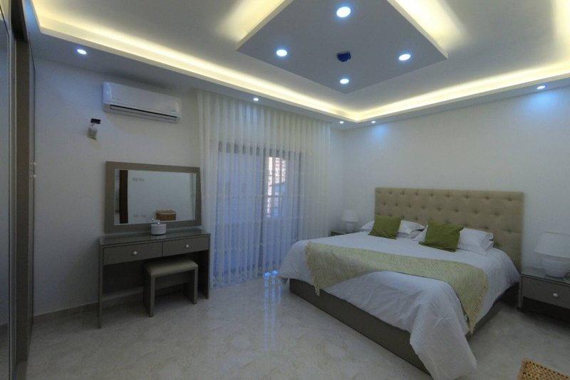 Amazing one Bedroom Apartment in Amman,Elwebdah 8, holiday rental in Ar-Rusaifa