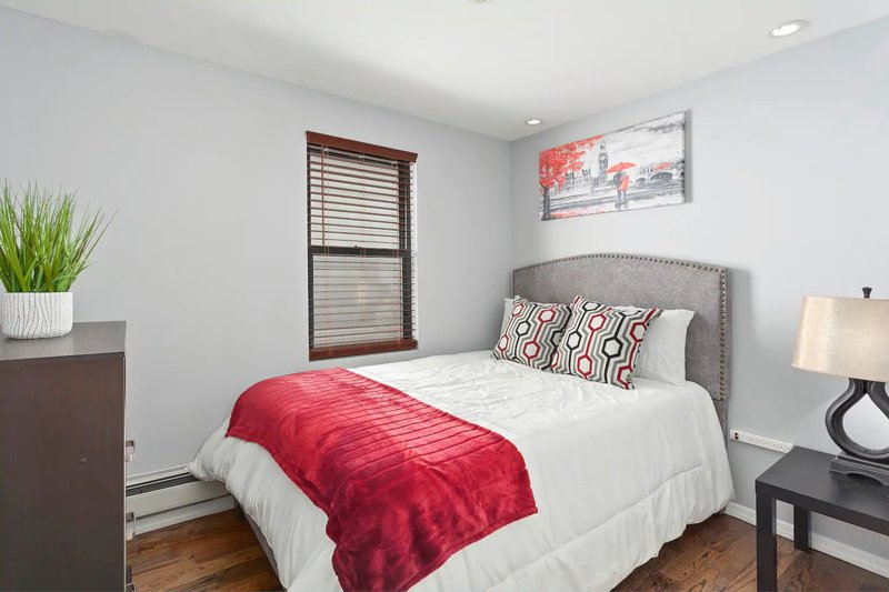 ***New*** Explore NYC in this Brooklyn Oasis, holiday rental in Ozone Park