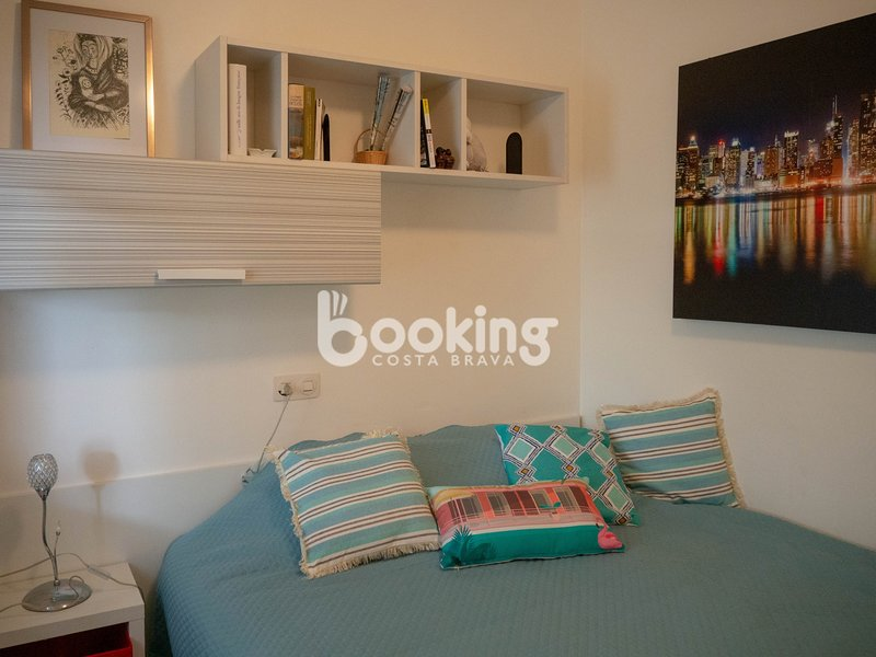 APARTMENT IN FULL CENTER ONE STEP FROM EVERYTHING AND 1 MINUTE FROM THE BEACH, vacation rental in Castell-Platja d'Aro