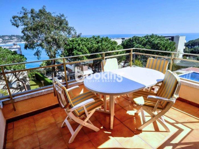 APARTMENT ON THE BAY OF S'AGARÓ WITH POOL AND PARKING IN PRESTIGIOUS AREA, aluguéis de temporada em Sant Feliu de Guixols