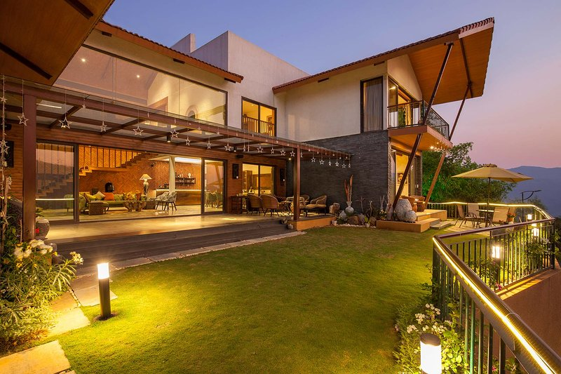 Soul Tree by Vista Rooms, vacation rental in Pune District