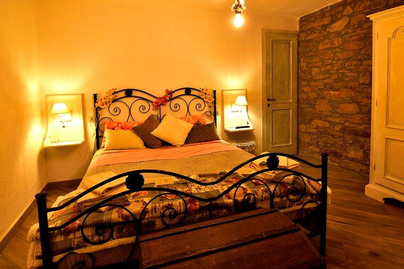 Camera Rosa de Il Borgo del Castello Guest House, vakantiewoning in Ponzone