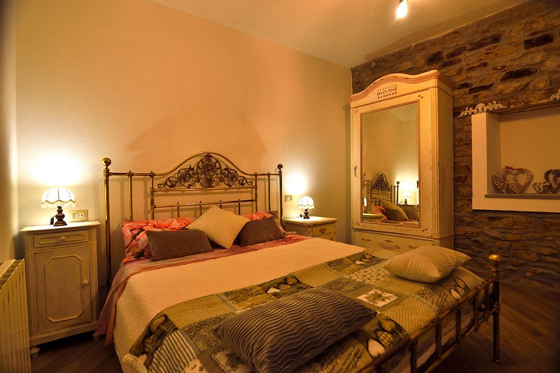 Camera Tulipano de Il Borgo del Castello Guest House, vakantiewoning in Ponzone