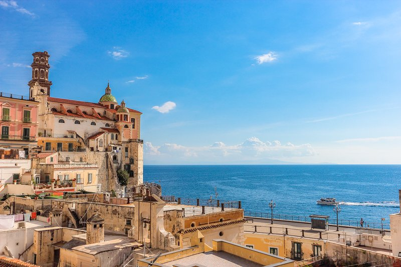 LivingAmalfi:Sirena apartment,sea view, wifi, AC, close to beach and restaurants, aluguéis de temporada em Atrani