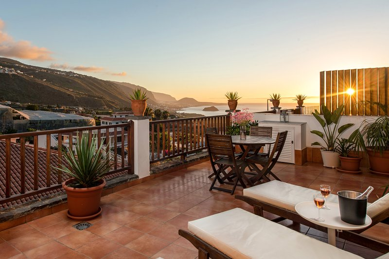 Private sun terrace, bbq area, views, wifi, concierge, in Villa [B], vacation rental in Icod de los Vinos