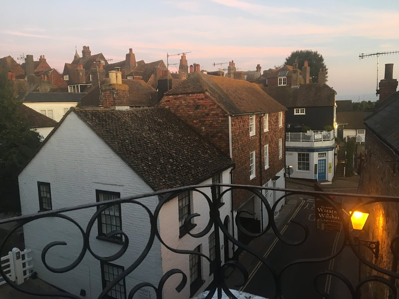 Crooked Loft, holiday rental in Rye