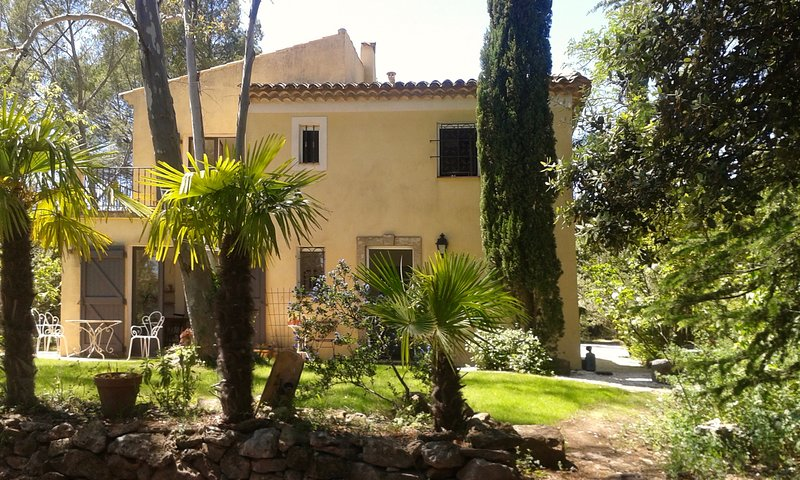 Amazing property with good energy for relaxation with private pool & comfort, holiday rental in Cabasse