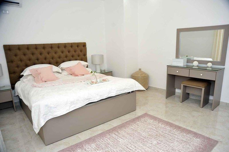 Amazing one Bedroom Apartment in Amman, Elwebdah 4, location de vacances à Al Jubaihah