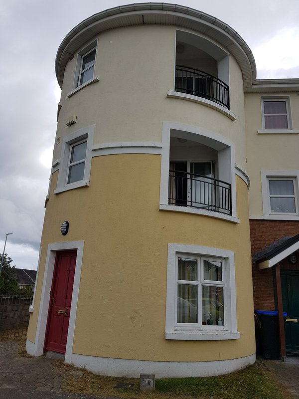 Stunning 6 Bed House in Galway with Balcony Has Internet ...